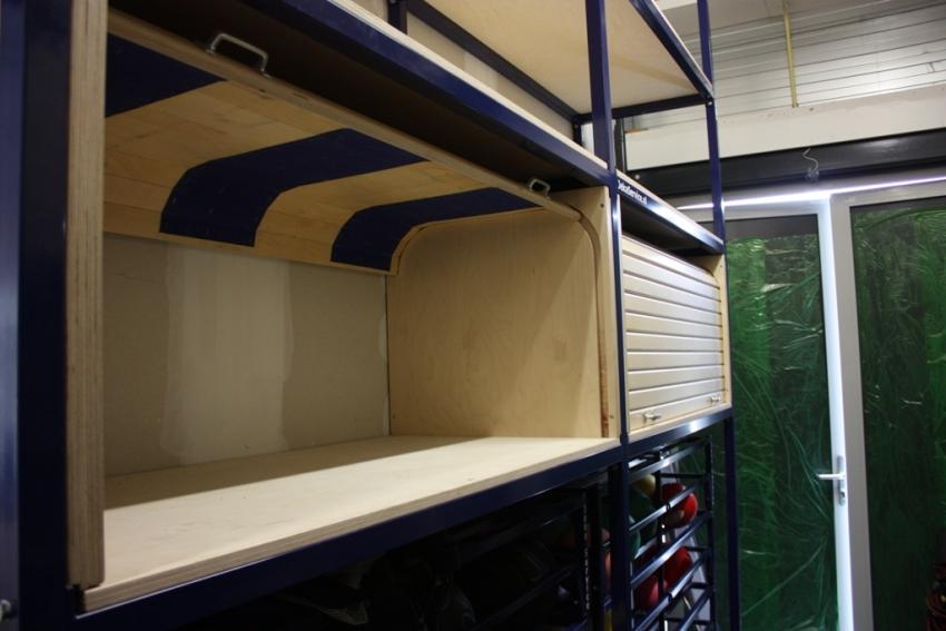 Rolluik Kleine Kast : Kast afsluitbaar met rolluik gymzaal inrichting opbergsystemen